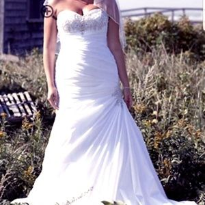 Pre-Owned Wedding Dress (may 2019) 1 time wear